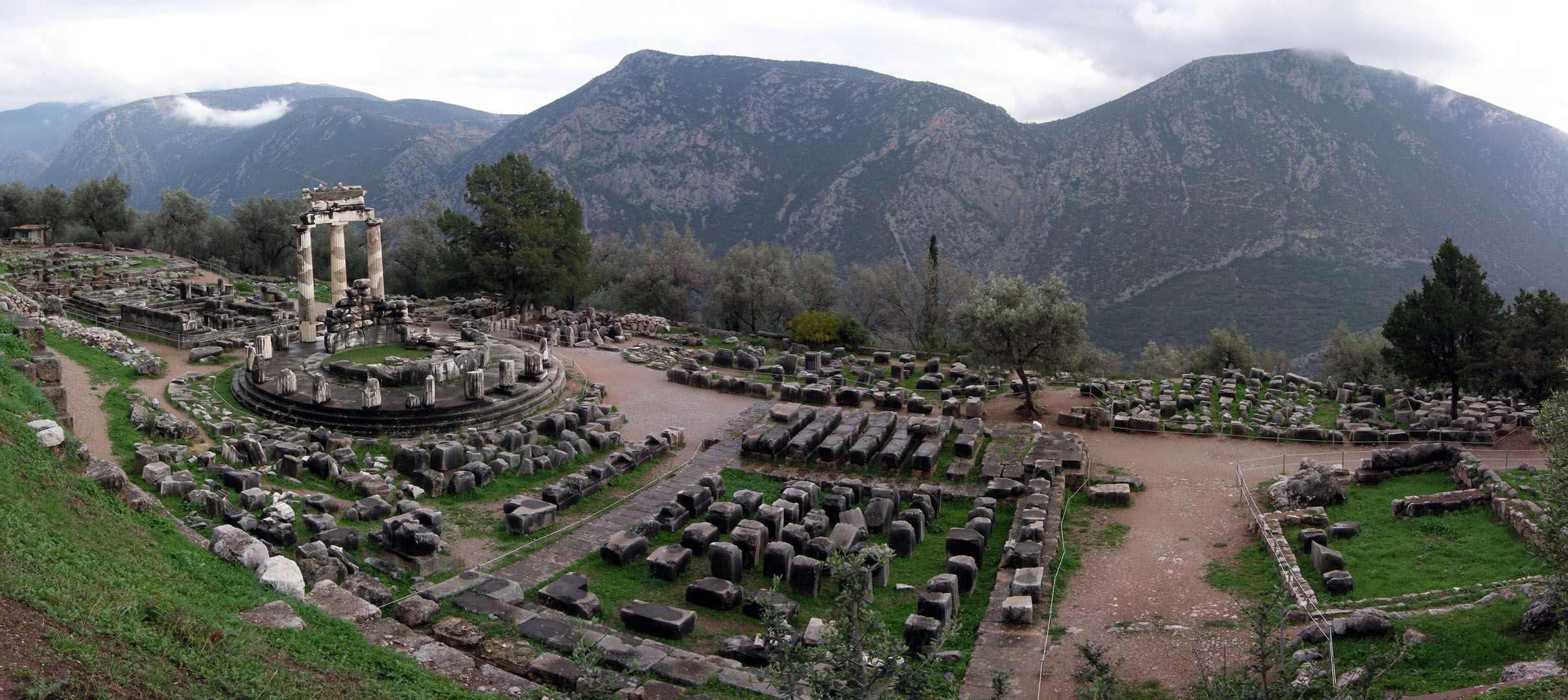 Athina_Pronaia_Sanctuary_Delphi_Greece