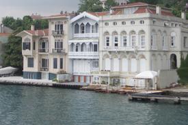 Istanbul_Turkey_Bosporus_Houses_02